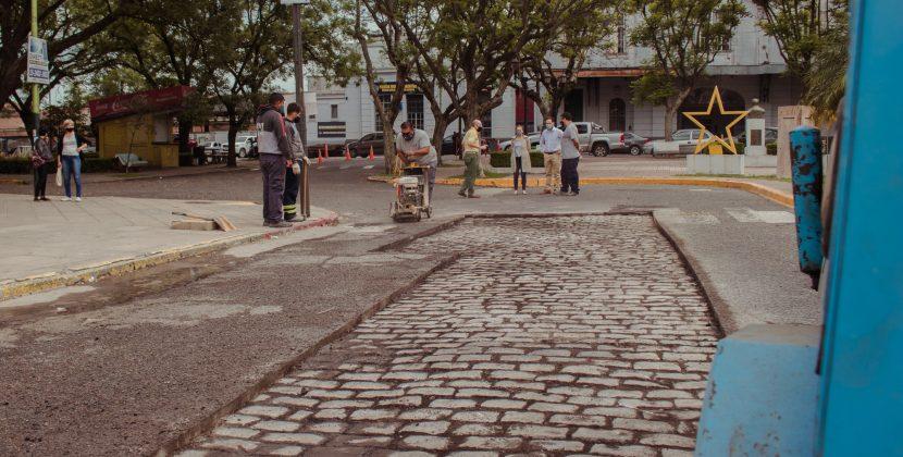El Municipio continúa con la recuperación de los adoquines de la avenida Rocca